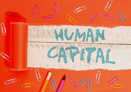 Photo pour Rédaction de main conceptuelle montrant Huanalysis Capital. Concept signifiant Intangible Collective Resources Competence Capital Education - image libre de droit