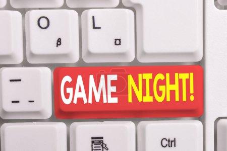 Photo pour Note d'écriture montrant Game Night. Concept d'affaires pour généralement son appelé sur les dates de jeu pour adultes comme le poker avec des amis clavier pc blanc avec du papier note au-dessus du fond blanc - image libre de droit