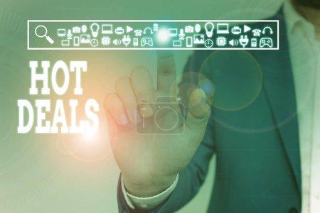 Photo pour Note d'écriture montrant Hot Deals. Concept d'entreprise pour Un accord par lequel l'un des paties est offert et accepter l'usure masculine costume de travail formel présentant dispositif intelligent de présentation - image libre de droit