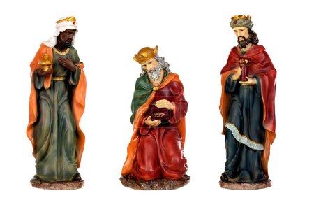Photo pour Les trois sages hommes et l'enfant Jésus. Figurines en céramique isolés sur fond blanc - image libre de droit
