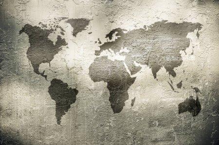 carte grunge du monde sur la texture métallique