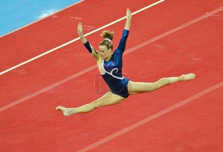 Photo pour Glasgow, Royaume-Uni - 30 juillet: non identifié gymnaste écossais étage en dames B finale aux jeux du Commonwealth en Sse Hydro sur 30 juillet 2014 - image libre de droit