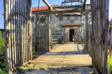 Photo pour Kiev, Ukraine - 25 septembre: ancien pont-levis et abandonné à partir de 25 septembre 2014 à Kiev - image libre de droit