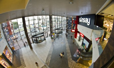 Photo pour Centre commercial design d'intérieur, photographie des yeux de poisson - image libre de droit