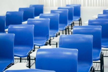 Photo pour Salle de classe vide. Concept de suspension des classes en raison de la pandémie COVID-19 - image libre de droit