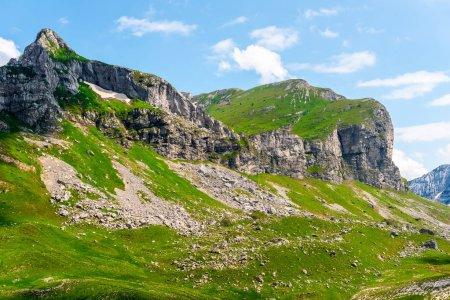 Photo pour Montagnes rocheuses dans le massif de Durmitor, Monténégro - image libre de droit