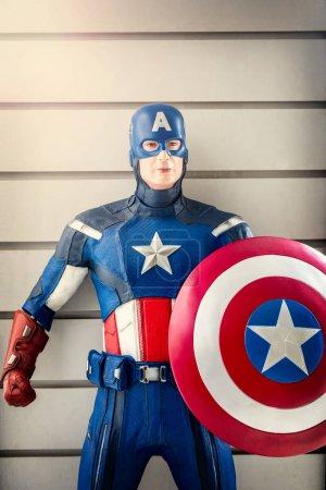 Photo pour AOSTA - FORTE DI BARD - 26 AVRIL 2019 : Un modèle de Captain America au fort Bard dans la vallée d'Aoste, où quelques scènes de Avengers : Age of Ultron ont été tournées. Italie - image libre de droit