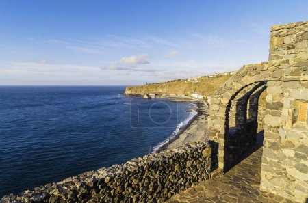 Photo pour Vue panoramique de la plage et la ville, Laguna de Santiago, La Gomera, îles Canaries, Espagne, Europe - image libre de droit