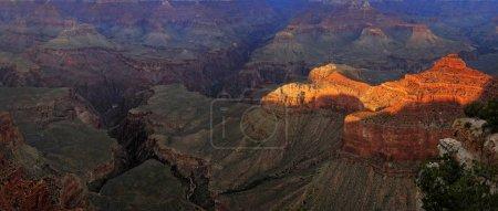 Photo pour Vue du Grand Canyon dans la lumière du soir, point de vue Mather Point, South Rim, Grand Canyon, à Tusayan, Arizona, États-Unis, Amérique du Nord - image libre de droit
