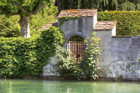 Photo pour Porte barrée sur l'île des Dominicains, avec le lac de Constance à l'avant, Konstanz, Bade-Wrttemberg, Allemagne, Europe - image libre de droit