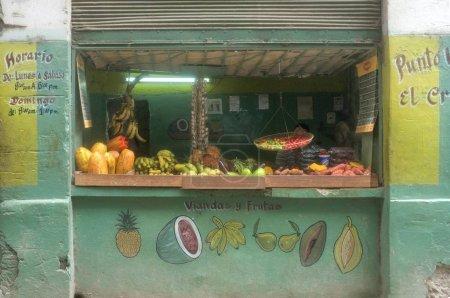 Photo pour Magasin de fruits et légumes en Vieille Havane, Cuba, Amérique centrale - image libre de droit