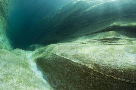 Photo pour Fleuve Verzasca, vue sous-marine, Lavertezzo, Valle Verzasca, Canton du Tessin, Suisse, Europe - image libre de droit