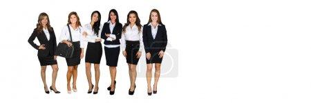 Photo pour Un groupe de femmes d'affaires diverses travaillant à leur travail - image libre de droit