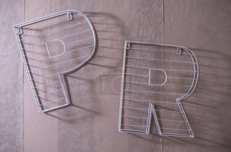 Photo pour Concept de relations publiques avec des lettres 3D PR en pierre. Lettres PR sur le mur . - image libre de droit