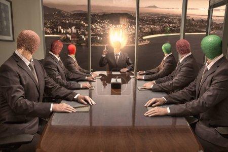 Photo pour Le chef avec une allumette brûlante au lieu de la tête tient une réunion de production avec ses subordonnés - image libre de droit