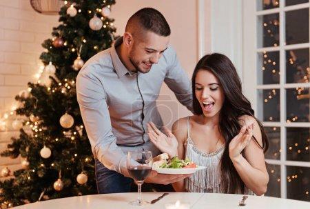 Photo pour Couple amoureux, un dîner romantique - image libre de droit