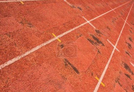 Photo pour Piste d'athlétisme rouge, stade - image libre de droit