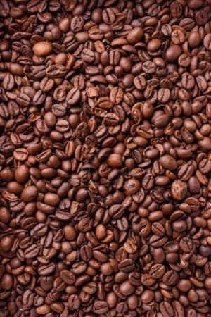 Photo pour Grains de café brun aromatiques, cadre complet fond vertical - image libre de droit