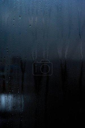 Photo pour Surface vitrée avec gouttes d'eau - image libre de droit