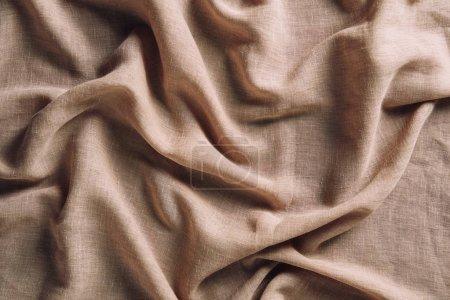 Photo pour Vue de dessus du tissu beige froissé pour l'arrière-plan - image libre de droit