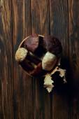 """Постер, картина, фотообои """"вид сверху вкусные грибы свежие сырые в миске на деревянный стол"""""""