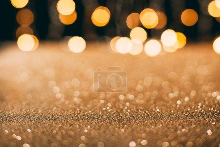 Photo pour Paillettes étincelantes dorées avec bokeh sur fond, concept de Noël - image libre de droit