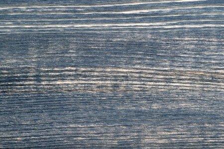 Foto de Textura de madera azul oscuro con motivos naturales. Fondo paneles de madera viejos y oscuros, primer plano - Imagen libre de derechos