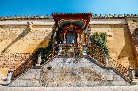 Photo pour Cordoue, Espagne - 13 juillet 2018 : Sanctuaire Virgen de los Faroles à la Mosquée-Cathédrale - Cordoue, Espagne - image libre de droit