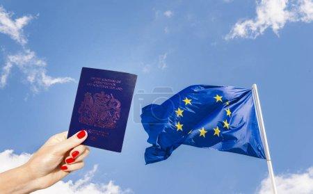 Photo pour Passeport bleu du Royaume-Uni - image libre de droit