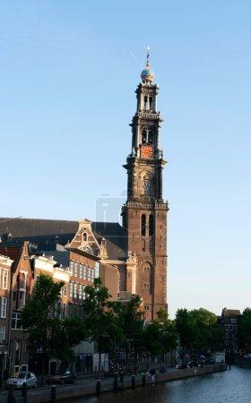 Photo pour Eglise occidentale Amsterdam printemps 2020. Hendrick de Keyser 1565-1621 est l'architecte de Westerkerk. Commandée par le conseil municipal d'Amsterdam, l'église a été construite entre 1620 et 1631 . - image libre de droit