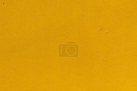 Foto de Vista cercana de la textura de la pared resistida amarillo - Imagen libre de derechos