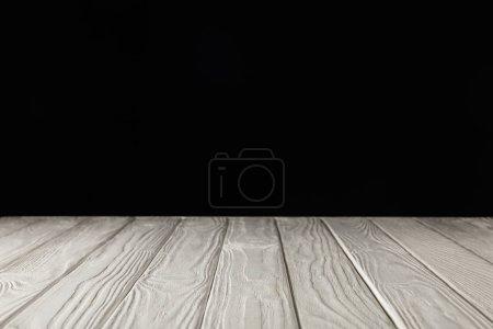 Photo pour Table en bois grungy blanche sur fond noir - image libre de droit