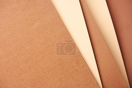 Photo pour Motif de feuilles de papier diagonales dans les tons beige et marron - image libre de droit