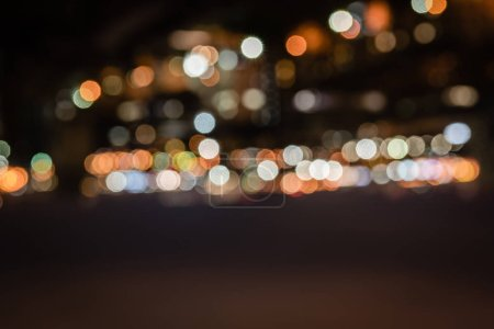 Photo pour Défocalisé bâtiments avec bokeh lumières dans la nuit - image libre de droit