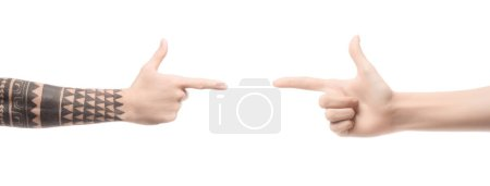 Photo pour Vue recadrée d'hommes pointant les doigts les uns vers les autres isolés sur blanc - image libre de droit