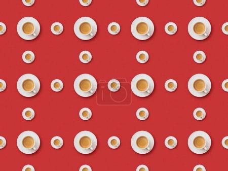 Photo pour Modèle de fond sans couture avec le café frais dans des tasses et des soucoupes sur le fond rouge - image libre de droit