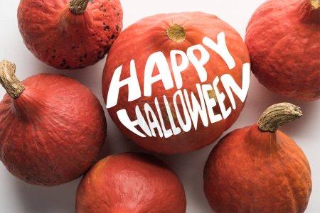 Foto de Vista superior de calabazas maduras sobre fondo blanco con feliz ilustración de Halloween - Imagen libre de derechos