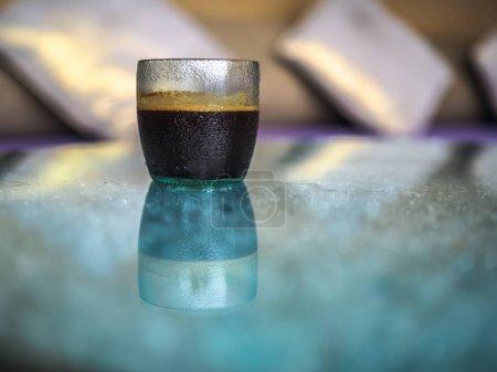 Photo pour Tasse de café sur la table, vue rapprochée - image libre de droit