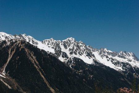 Photo pour Beaux sommets enneigés et ciel bleu clair, mont blanc, Alpes - image libre de droit