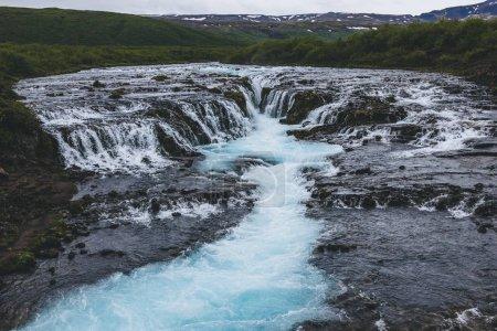 Photo pour Vue aérienne de la belle cascade de Bruarfoss sur la rivière Bruara en Islande - image libre de droit