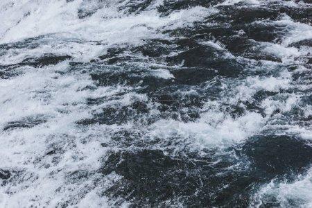 Photo pour Image plein cadre de la belle rivière ondulée en Islande - image libre de droit
