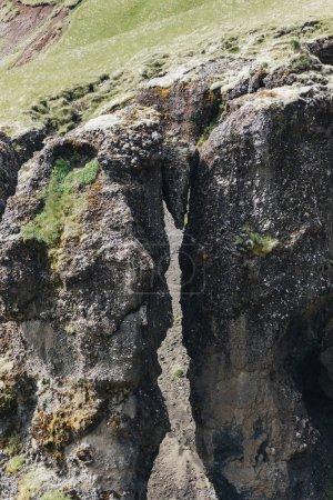 Photo pour Vue aérienne de la belle montagne couverte de mousse en Islande - image libre de droit