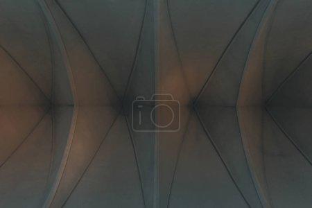 Photo pour Vue de dessous du plafond de l'église luthériens pour le fond - image libre de droit
