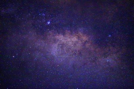 Photo pour Vue du ciel nocturne avec des étoiles brillantes - image libre de droit