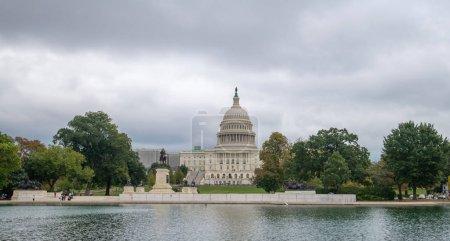 Photo pour États-Unis Bâtiment Capitol à Washington DC (États-Unis d'Amérique) - image libre de droit