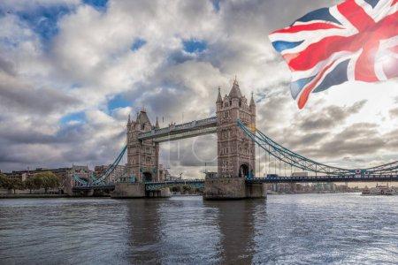 Photo pour Pont de la célèbre tour de Londres, Royaume-Uni - image libre de droit
