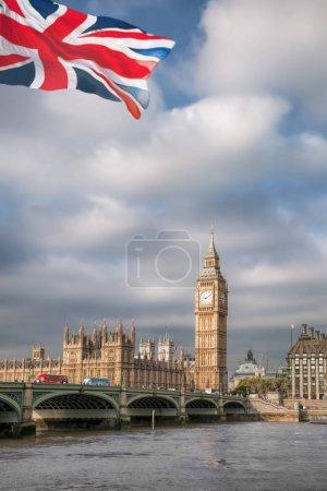Photo pour Big Ben avec pont à Londres, Angleterre, RU - image libre de droit