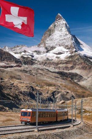Photo pour Former les fameux pic Matterhorn avec Gornergrat dans la région de Zermatt, Suisse - image libre de droit