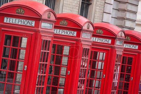 Photo pour Cabines téléphoniques rouges à Londres, Angleterre - image libre de droit