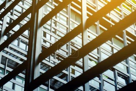 Photo pour Immeuble de bureaux moderne extérieur - image libre de droit